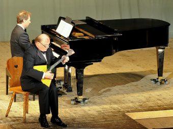 """""""KLASSISCHE SAITENSPRÜNGE"""" für Balalaika und Klavier / Professor Andrej Gorbatschow und Lothar Freund"""